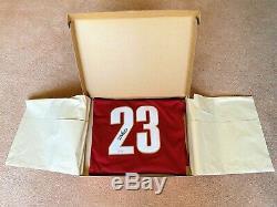 2003 UDA LeBRON JAMES Autographed Away Jersey Rookie, Hologram #BAJ47228 NIP