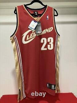 2007 LEBRON JAMES #23 UDA UPPER DECK AUTHENTICATED Signed NEW CAVALIERS Jersey