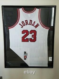 Michael Jordan Auto 1997 Chicago Bulls Nike Pro Cut jersey FRAMED UDA Last Dance