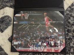 Michael Jordan Autograph Gatorade Slam Dunk Photo Upper Deck UDA