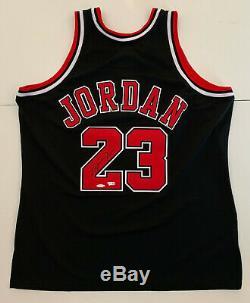 Michael Jordan Autographed Black Bulls M&N 1997-98 jersey signed Upper Deck UDA