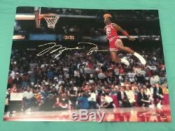 Michael Jordan Autographed Gatorade Slam Dunk 16x20 Photo Uda Coa (unframed)