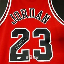 Michael Jordan Autographed Upper Deck Nike Chicago Bulls 1997-98 UDA #23 Jersey