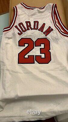 Michael Jordan Signed 1998 Chicago Bulls Nike Pro Cut Jersey UDA Upper Deck COA