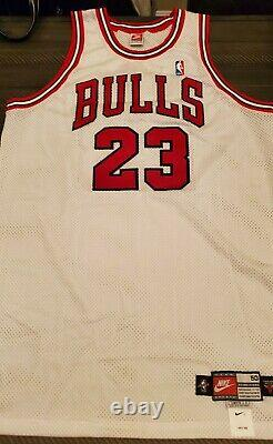 Michael Jordan Signed White Bulls Nike 97-98 +4 jersey UDA RARE Silver Signature