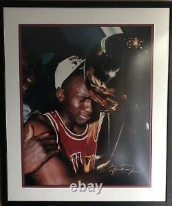 UDA Upper Deck Michael Jordan TROPHY 16x20 AUTOGRAPHED Chicago Bulls PHOTO FRAME