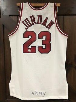 1992-93 Michael Jordan Champion Dual Patch Uda Signé Jersey Auto 1er 3-peat