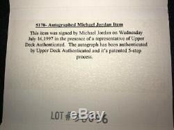 Encadré Michael Jordan Signed / Dédicacé Uda Assermentée Jersey Rouge