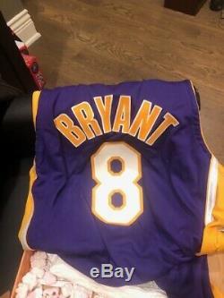 Kobe Bryant A Signé Lakers Purple Jersey Avec 2000 Championnat Patch Uda Le 60/88
