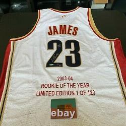 Lebron James 2004 Rookie De L'année Signé Cleveland Cavaliers Jersey Uda Coa