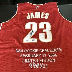 Lebron James 2004 Rookie Of The Year Signé Cleveland Cavaliers Jersey Uda Coa