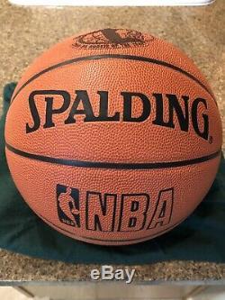 Lebron James Autographié Rookie Balle Uda # 2/123, Michael Jordan, Lakers