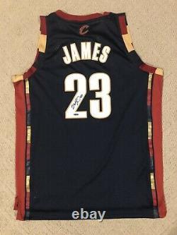 Lebron James Signé Autographed Authentic Jersey Alternate Blue Cavaliers Uda