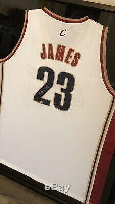 Lebron James Upper Deck Uda Autographié 2003-04 Rookie Accueil Jersey