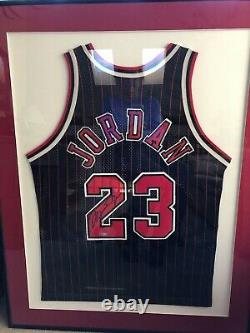 Michael Jordan'96 Autographié Pinstripe Jersey. L'uda. Rare. Cadres