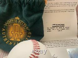 Michael Jordan A Signé Baseball Uda