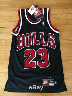 Michael Jordan A Signé Chicago Bulls Basketball Jersey Avec Upper Deck Uda Coa
