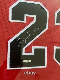 Michael Jordan A Signé Chicago Bulls Nike Jersey Encadré Uda Upper Deck