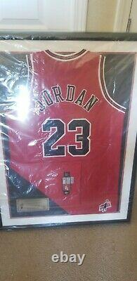 Michael Jordan A Signé Encadré Jersey Uda Bulls M. June Jersey
