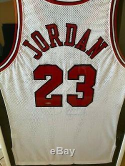 Michael Jordan Autographed Jersey Upper Deck Uda Authentifie Sur Mesure Cadre