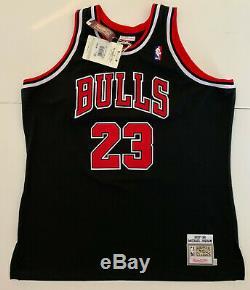 Michael Jordan Autographed Noir Bulls M & N Jersey 1997-1998 Signé Upper Deck Uda