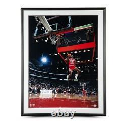 Michael Jordan Autographié 30x40 Encadré Photo 1988 Tableau De Bord Dunk Bulls Uda