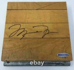 Michael Jordan Autographié Chicago Bulls Three Peat Game Used Floor Uda Le
