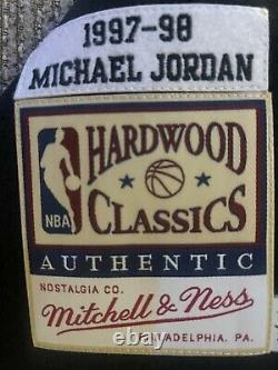 Michael Jordan Autographié M&n Chicago Bulls 97-98 Black Nba Jersey Uda Coa