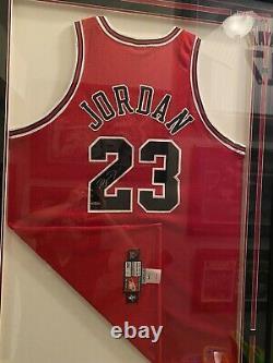 Michael Jordan Autographié Signé Red Nike Jersey 1997-98 Bulls Uda Upper Deck