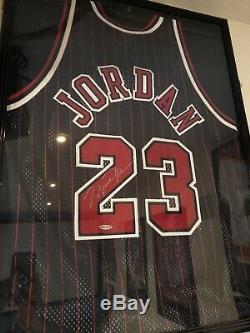 Michael Jordan Autographié Signé Uda Chicago Bulls 1997 Noir Jersey Pinstripe