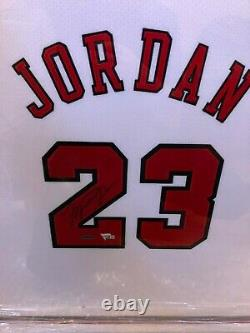 Michael Jordan Autographied Framed Jersey Chicago Bulls 1997-1998 Upper Deck Uda