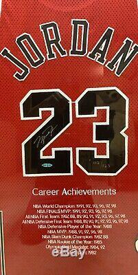 Michael Jordan Autographiés Chicago Bulls Jersey Uda Le 112/123 Upper Deck