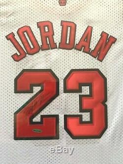 Michael Jordan Chicago Bulls Autographié Uda Framed Nba Finals Jersey