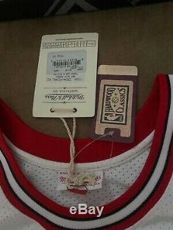 Michael Jordan Chicago Bulls Signés Wht 1997-1998 Mitchell & Ness Jersey Uda Coa