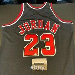 Michael Jordan Hall Of Fame 2009 Signé Chicago Bulls Jersey Uda Upper Deck