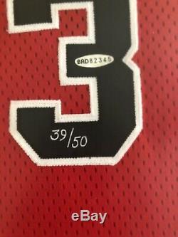 Michael Jordan Signé 1984-1985 Rookie Jersey Or Logo Le 39/50 Uda Encadrée