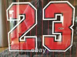 Michael Jordan Signé 95-96 Black Pinstripe Jersey Inscrit 72-10 Uda Le 72