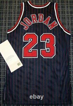 Michael Jordan Signé 96-97 Chicago Bulls Authentic Pro Cut Pinstripe Jersey Uda