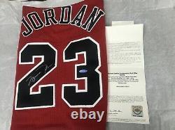 Michael Jordan Signé Autographed Red Nike Jersey 1997-98 Bulls Uda Last Dance