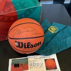 Michael Jordan Signé Autographié Basket-ball Uda Upper Deck & Jsa Coa Avec Boîte
