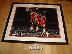 Michael Jordan Signé Chicago Bulls 16x20 Photo Encadrée Uda Upper Deck Le 223 1a