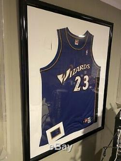 Michael Jordan Signé Jersey Upper Deck Assermentée. Hologramme Vérifié Par Uda