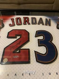 Michael Jordan Uda Autographe Signé 23 Framed Jersey Bulls Wizards Upper Deck