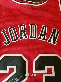 Michael Jordan Uda Autographié Jersey Rare Rookie Jersey Upper Deck Coa