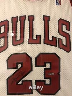 Michael Jordan Uda Signé Jersey 98/99 Retraite Saison Encadrée. Rare