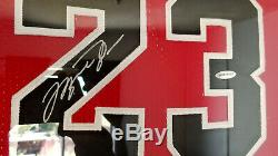 Michael Jordan Uda Upper Deck Chicago Bulls Autographié Red Jersey Encadrée Coa