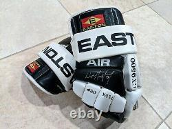 Rare Wayne Gretzky Signé À La Main Easton Air Los Angeles Kings Gants Uda & Jsa Wow