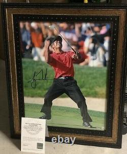 Tiger Woods Signé Framed 16x20 Photo Deck Supérieur Uda Coa Authentifié Auto