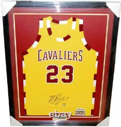 Très Rare Lebron James Cavs Throwback Jersey Signé & Custom Framed! Uda Le /123